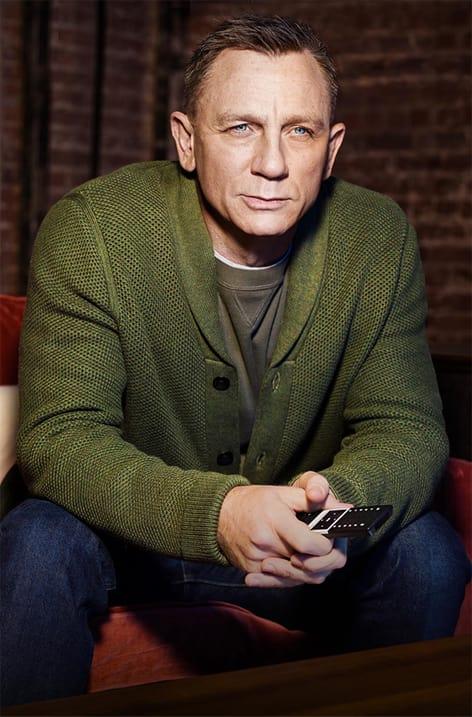 دنیل کریگ با ژاکت سبز