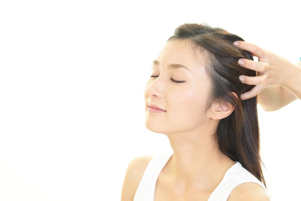 ماساژ پوست سر برای محافظت از مو