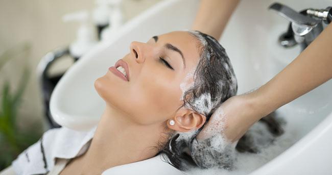 استفاده از شامپوی ملایم برای محافظت از مو