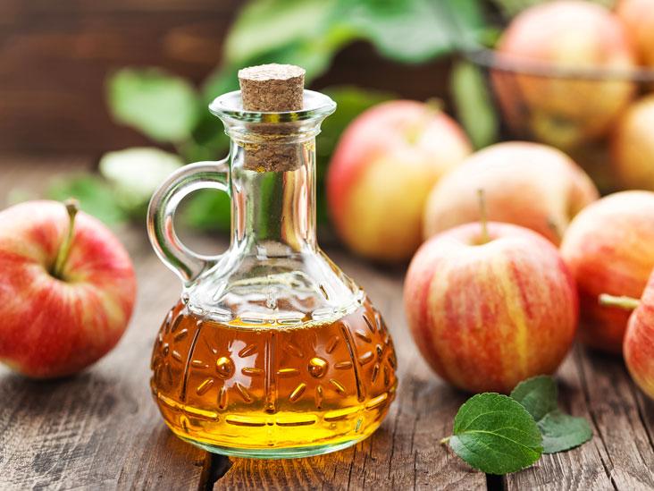 احیای درخشش موها با سرکه سیب
