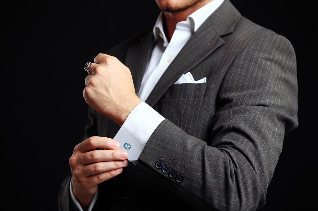 دکمه سر دست، اکسسوری مردانه ظریفی میباشد