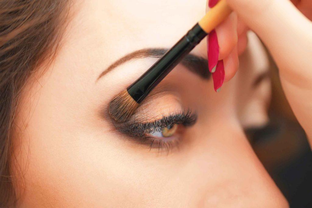 آماده سازی چشمها برای کشیدن خط چشم