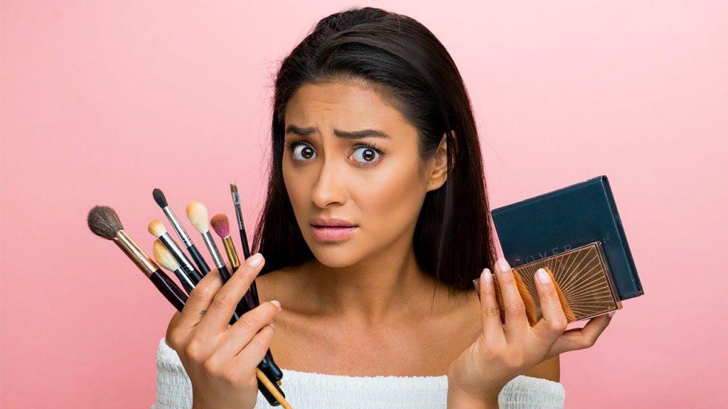 بعد از پاکسازی صورت از آرایشهای سنگین و محصولات مراقبت از پوست پرهیز کنید